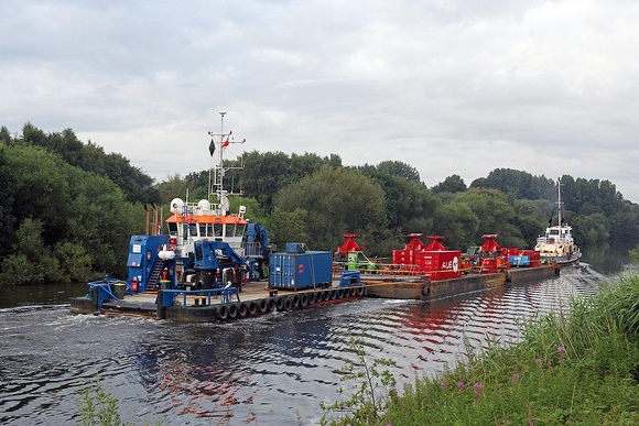 Pontoon move at Cadishead 24th July 2016