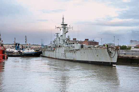 'HMS Plymouth' + tugs Alfred basin 20/08/14